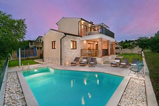 New Villa Marina