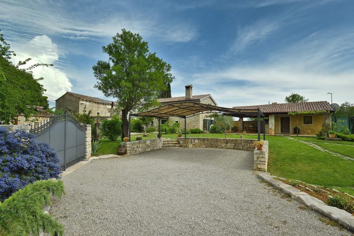 Villa avec piscine en istrie maison de vacances a for Belle piscine de particulier 10 accueil location de villa en guadeloupe
