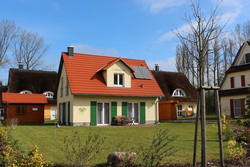 gemütliches Haus in Strandnähe mit großem Garten