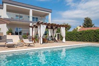 Beautiful Villa White Paradise