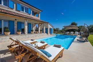 Beautiful Villa Golden Olive