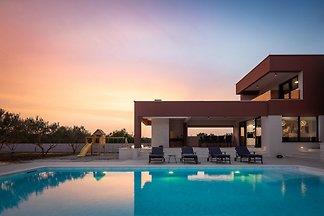 Beautiful Villa Scallop