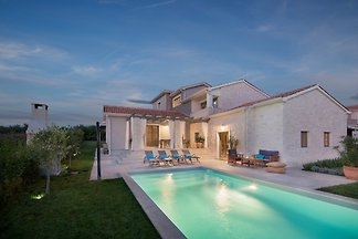 Moonlight Villa 2