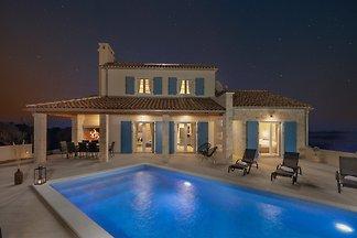 Modern Villa Muralis in Nin
