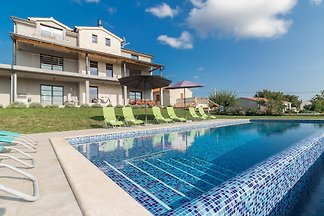 Lovely Villa 2M, in Istria, with a Pool