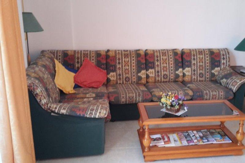 Große bequeme Sitzecke im Wohnzimmer