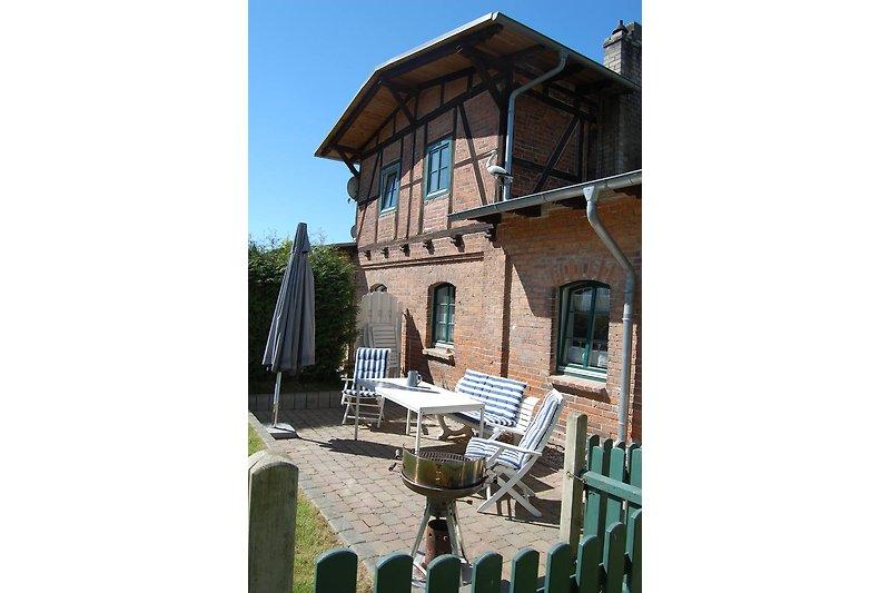 Ein Blick auf die Terrasse am Haus