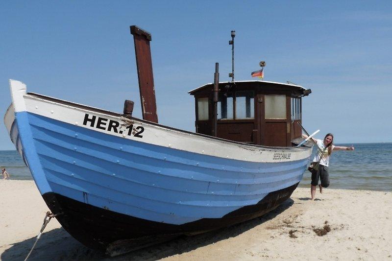 Usedom Boot am Strand zu entdecken beim Spazieren gehen