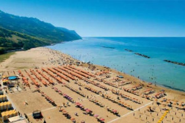 Baia Flaminia, près de la mer à Pesaro - Image 1