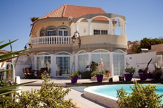 Beverley Hills Villa for groups