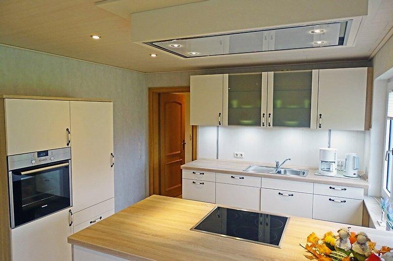 Die moderne und helle Küche