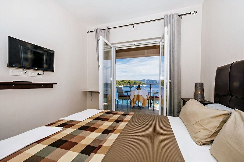Doppelzimmer mit Frühstück am Pool, Strandsteg direkt am Meer Insel Iz