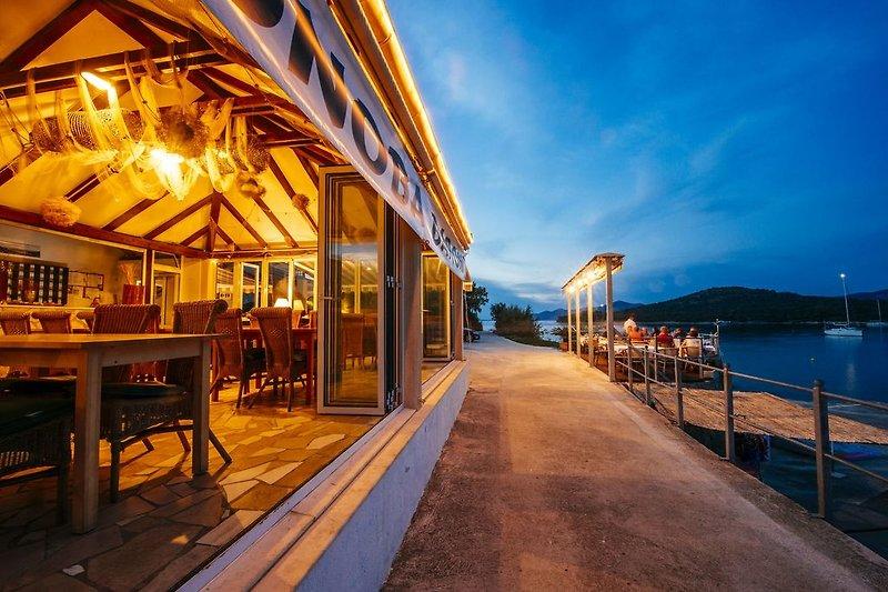 Promenade zum Restaurant Konoba Baroni