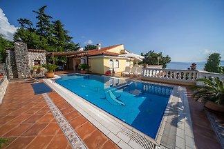 Villa Istrien mit Pool in Kostrena