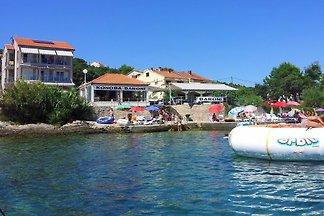 Appartement avec piscine près de la mer Iz