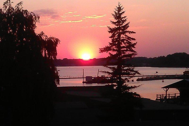 Sonnenuntergang, Blick vom Balkon der oberen Ferienwohnungen