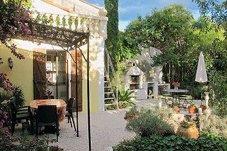 Katalanisches Dorfhaus mit Garten