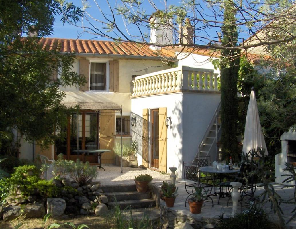 Cottage dorfhaus mit garten casa vacanze in villelongue for Affascinanti piani casa cottage