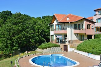 Lovely relaxing villa and pool with beautiful sea views
