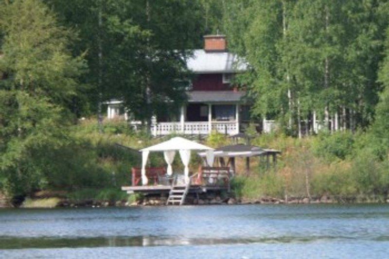 Blick vom Ruderboot auf das Haus