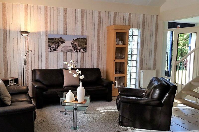 Wohnzimmer mit Ledercouch für 6 Personen