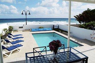 Fantastische Villa am Rande des Meeres.