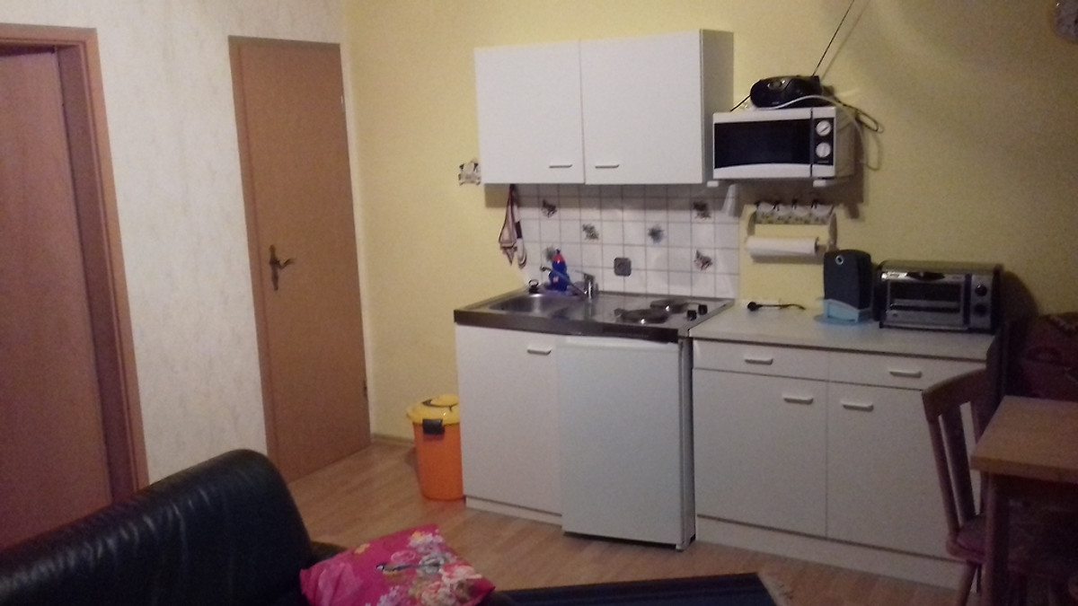 Miniküche Mit Kühlschrank Und Mikrowelle : Kleine küche mit vielen möglichkeiten u die miniküche im check