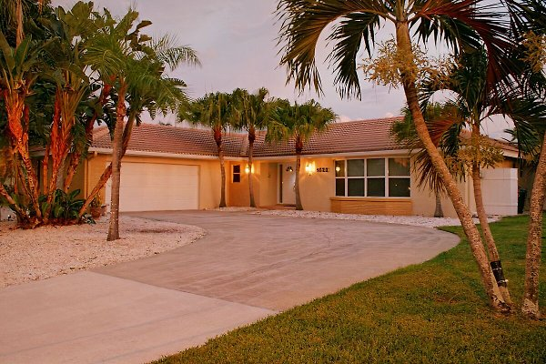Villa Catalina Isles in Cape Coral - picture 1