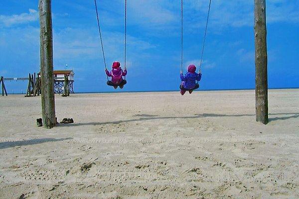 Mit den Kindern am Strand