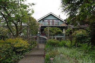 A Suite @ Kitsilano Cottage