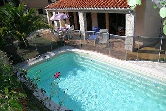 Spacieuse villa avec piscine
