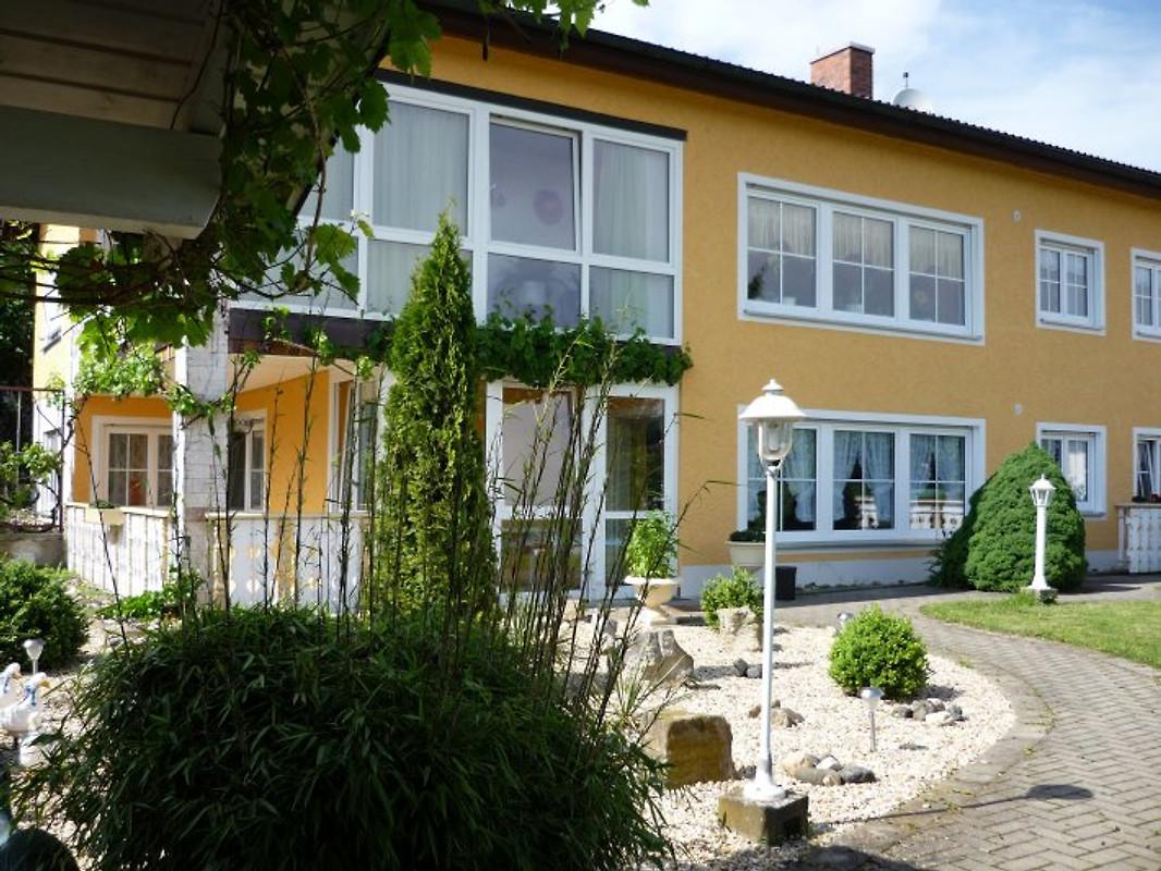 haus matzenkunner ferienwohnung in memmelsdorf mieten. Black Bedroom Furniture Sets. Home Design Ideas