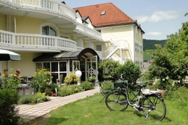 großer Hotelgarten