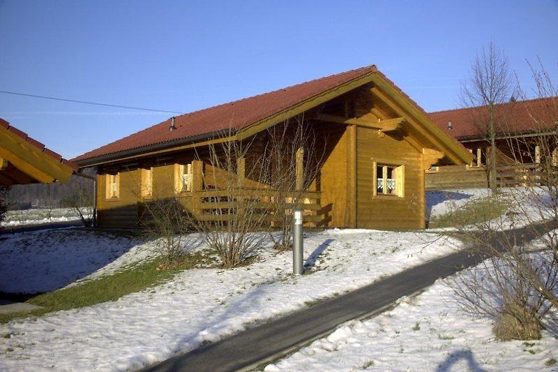 Unser Blockhaus in der Wintersonne