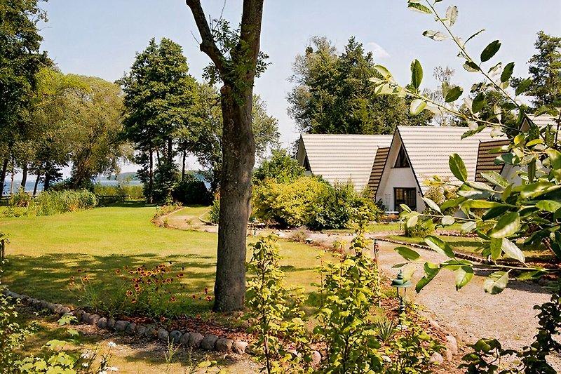 Gartenweg zu den Finnhütten