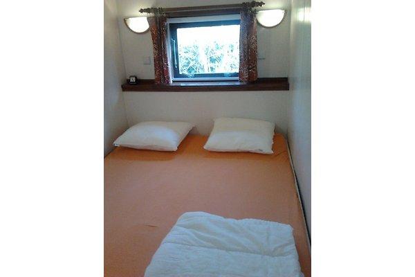 chalet f r 2 bis 3 personen ferienhaus in scharendijke mieten. Black Bedroom Furniture Sets. Home Design Ideas