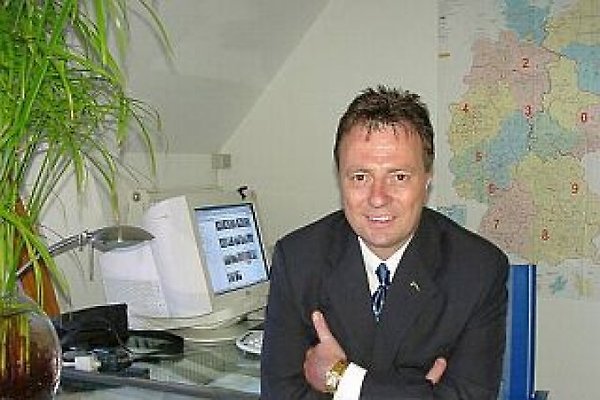 Monsieur  Samrit Bunphimai und Joachim Röhl