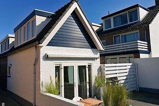 Ferienhaus 2-4 Personen, 3 min. vom Strand, Boulevard und Dünen. Kostenlose privat Parkplaatz.