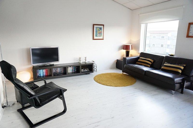 Geräumiges und helles Wohnzimmer