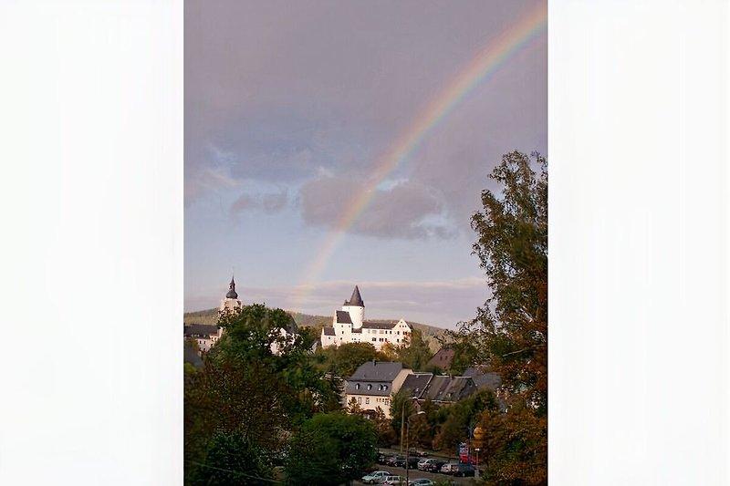 Blick auf Kirche und Schloss