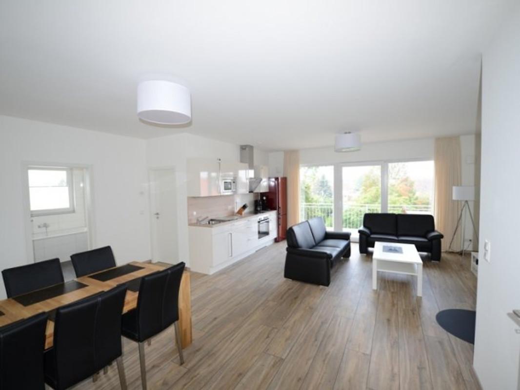 ferienwohnung meinglowe 1 og rechts ferienwohnung in glowe mieten. Black Bedroom Furniture Sets. Home Design Ideas
