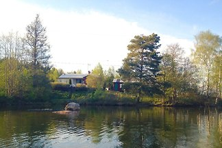 Charmantes Häuschen direkt am See