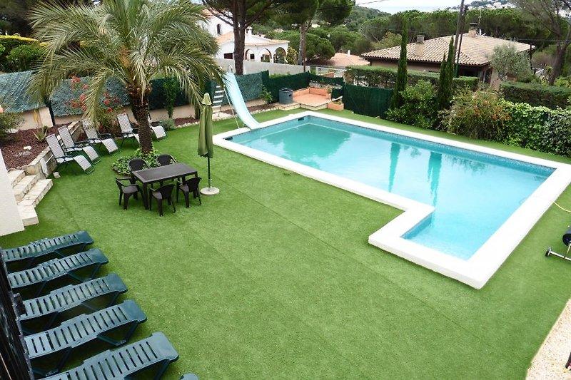 50 qm Pool mit großer Liegefläche