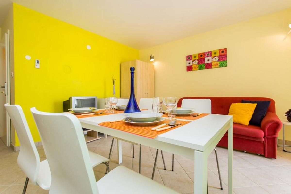 Apartmentsanja 15m dalla spiaggia appartamento in for Casa 2 camere da letto piani in stile indiano