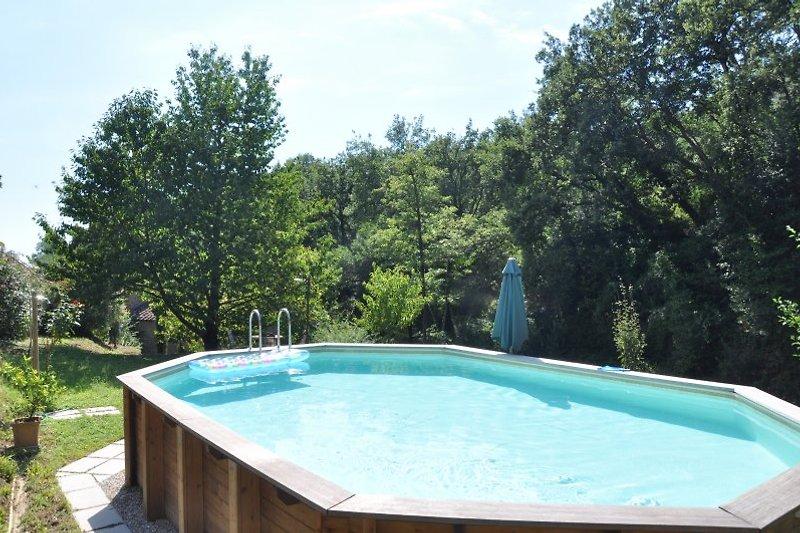der Pool im großen Garten