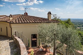 "In the charming ""Casa Beatrice"" to spend an idyllic Tuscan Holiday 2 + 1 persons. The cottage is situated in a picturesque medieval village in Larciano Alto."