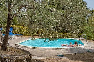 """Mandorlo"" idyllic separate cottage with a swimming pool on a large plot (8000 square meters) - planted with olive trees and typical Mediterranean plants"