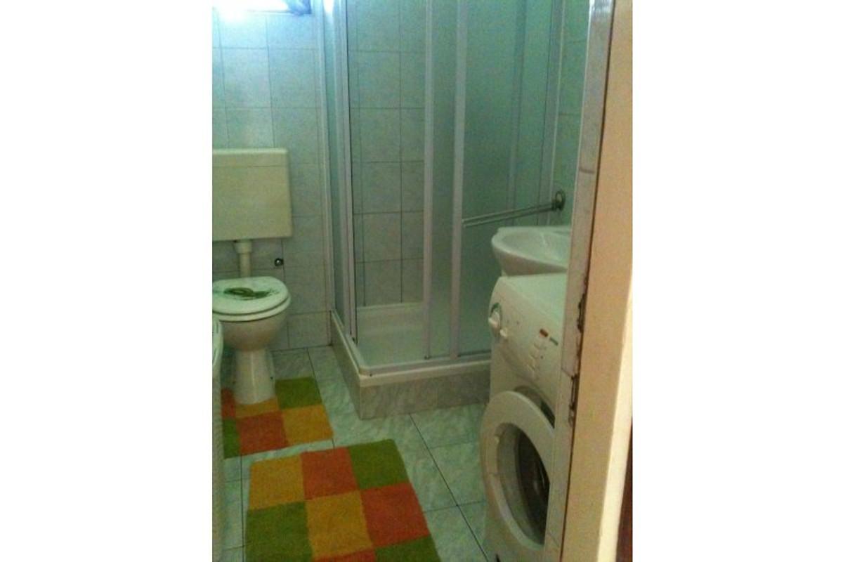 Badezimmer Mit Duscheund Waschmashine
