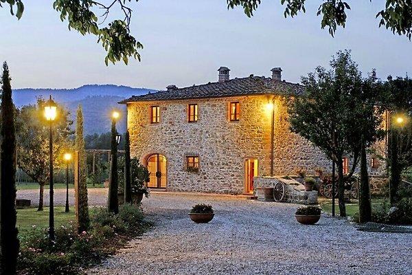 Villa avec piscine chauffée (10 + 4) à Bucine - Image 1