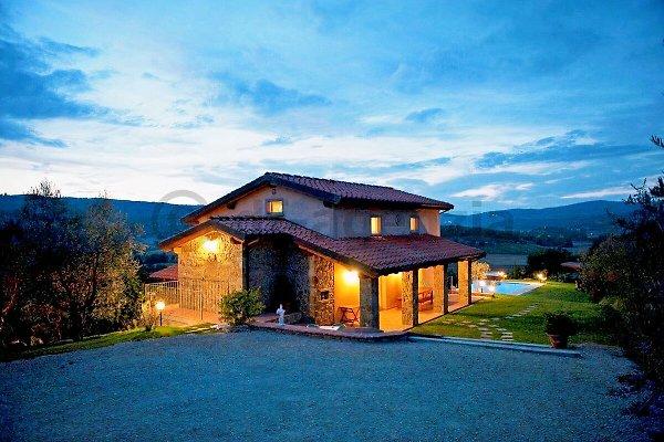 Villa privada con piscina para 8 + 4 pers en Monte San Savino - imágen 1